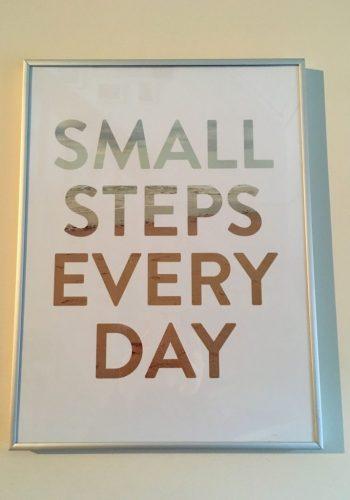 Tavlan är det första min blick landar på när jag går nerför trappan på morgonen.
