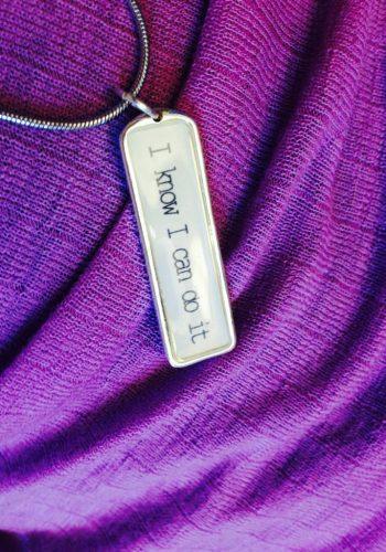 Halsbandet hade jag på mig vid varenda besök till sjukhuset under min cancer-behandling.